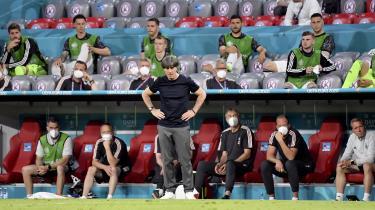 Tyskland tabte den første puljekamp i EM mod mesterskabsfavoritterne fra Frankrig. Ingen spillere på det tyske landshold kan huske en anden træner en Joachim Löw, der har sagt, at han stopper – og først mener, at landsholdet topper på hjemmebane i til EM 2024.