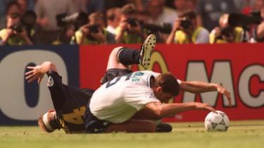 Kampen mod Skotland ved EM i 1996 var en af de gange, englænderne var heldige og afsluttede med en sejr på 2-0. I aften mødes de igen.