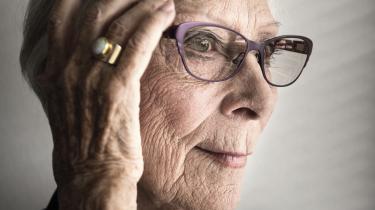 Lily Weiding er hun død, 96 år gammel. Hun lod sig først pensionere som skuespiller, da hun var 83 år. Stadig på toppen og med ufravigelig disciplin i sin stærke stemme – efter en bemærkelsesværdig lykkelig skuespillerkarriere.