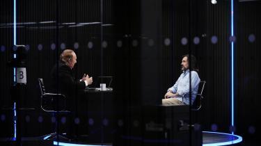 Andrew Neill (tv.) og Neil Oliver (th.) på dagen, hvor GB News sendte for første gang.