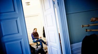 Journalist Ulrik Dahlin har i mange år talt for at genrejse medarbejderejet. Muligheden for at skille sig af med dårlige chefer og mere engagerede medarbejdere er hans hovedargument.