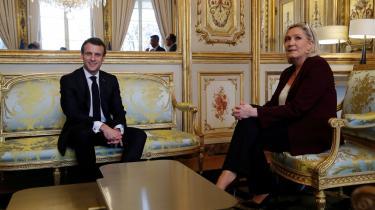 Selv om Emmanuel Macron og Marine Le Pen begge er meningsmålingernes ubestridte favoritter til at gå videre til andenrundeduellen ved næste års præsidentvalg, blev første runde af Frankrigs regionalvalg et stort nederlag.