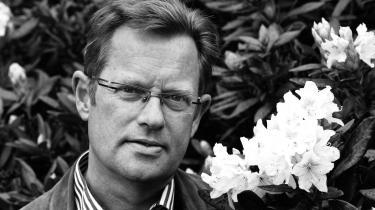 Niels Henrik Gregersens bog er fuld af spørgsmål om dybder, vi ikke kan skue ind i. Men også af budskaber til en tid, som savner tilgivelse og nåde. Her er han fotograferet tilbage i 2010.