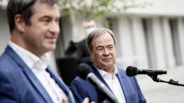 På overfladen var det svært at se nogen slinger i valsen, da kanslerkandidat Armin Laschet fra CDU og Markus Söder fra CSU mandag præsenterede partiprogrammet i skønneste harmoni – bare to måneder efter at deres kamp om kanslerkandidaturet var ved at rive søsterpartierne fra hinanden.