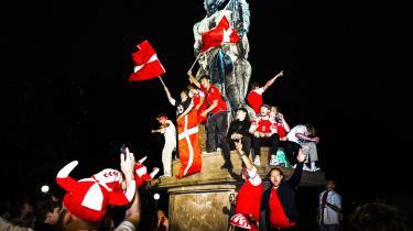 Hele Danmark jublede efter Danmarks sejr over Rusland. Det var den indefrosne fest, som vi endelig fik lov at holde denne sommeraften.