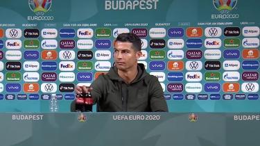 Ronaldo ville have folk til at drikke vand og fik Coca Colas markedsværdi til at falde med adskillige milliarder kroner efter pressekonference.