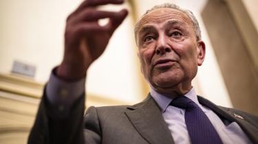 »Kan det virkeligt passe, at reaktionære delstatsparlamenter skal have lov til at trække os ned i en velkendt mudderpøl af vælgerundertrykkelse,« sagdeden demokratiske flertalsleder i Senatet, Chuck Schumer, efter at republikanerne havde forkastet demokraternes valgreform.