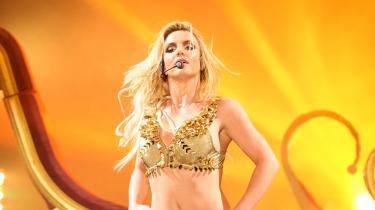 Popstjernen Britney Spears kalder sin 13 år lange umyndiggørelse for »et overgreb«. I en sjælden udtalelse anklager hun sin egen far, der bestyrer værgemålet, for økonomisk udnyttelse, tvangsarbejde og for at fratage hende retten til egen krop. Er det virkelig den idolindustri, vi ønsker?