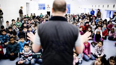 Morgensamling på den muslimske friskole Al-Salahiyah i Odense. Undersøgelsen nævnt i artiklen er baseret på svar fra 9.-klasseelever, og altså ikke nødvendigvis de børn, som vises på billedet.