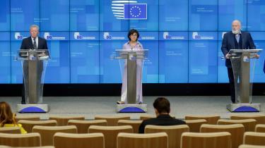 Under præsentationen af EU's nye landbrugsstøtte sagde EU-Kommissionens næstformand Frans Timmermans (th.), at det er »begyndelsen på et reelt skift mod en mere grøn og retfærdig CAP (EU's fælles landbrugspolitik for perioden 2021-27, red.)«. Det er grønne organisationer ikke helt enige i.