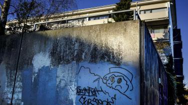 Problemet med de riges ghettoer bliver sjældent taget op til debat, hvorimod socialt udsatte boligområder der defineres som ghettoer, bliver diskuteret som et stort problem for vores samfund verden over, skriver Nis Hejlskov.