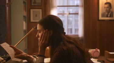 'My Salinger Year' fortæller om unge Joanna (Margaret Qualley), der så gerne vil være forfatter, og som får arbejde på et litterært agentur i New York.