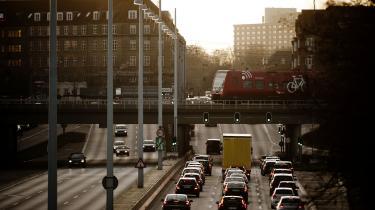 Infrastrukturaftalen rummer over 25 motorvejs- og vejanlægsprojekter, som hver især bedømmes at give en ekstra klimabelastning. Effekterne af de enkelte vejstrækninger kan dog ikke umiddelbart lægges sammen, da projekterne vil påvirke hinanden, hvad trafikmængde og CO2-belastning angår, oplyser Transportministeriet i et notat, som Information er kommet i besiddelse af.