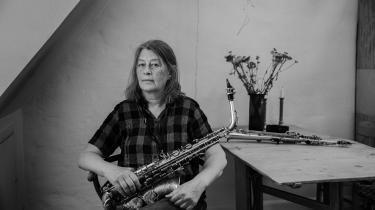Lotte Anker var i de tidligere tyvere, da hun første gang fik sin sopransaxofon i hænderne. Siden da begyndte hun langsomt at lukke døren til den klassiske jazzverden og vende sig mod andre former for eksperimenterende improvisationsmusik.