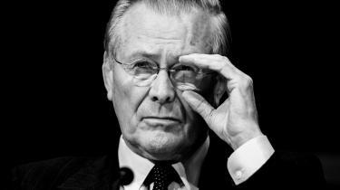 Arkitekten bag USA's to fejlslagne krige i Afghanistan og Irak er død. I venstreorienterede medier kaldes han krigsforbryder, mens landsaviserne begrænser sig til at benævne ham kontroversiel