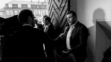 Fem kvinder anklager folketingsmedlem Naser Khader for seksuelle krænkelser og overgreb. Men det får ikke partier på Christiansborg til umiddelbart at tage nye initiativer.