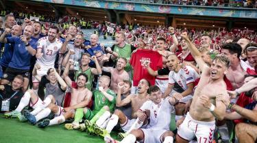 Danmark er videre til EM-semifinalen efter en kontrolleret defensiv indsats mod Tjekkiet på stegepanden i Baku. Men jo sværere modstanden bliver, jo tydeligere bliver det danske holds svagheder