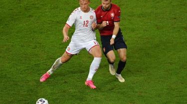 Kasper Dolberg (t.v.) kan potentielt set blive topscorer til det igangværende EM. Her ses han kvartfinalen mod Tjekkiet, hvor han scorede til 2-1 for Danmark.