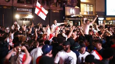 I England viser et studie fra 2014, at rapporterede tilfælde af partnervold stiger med 26 procent, når det engelske landshold spiller, og med hele 38 procent, hvis landsholdet taber kampen.