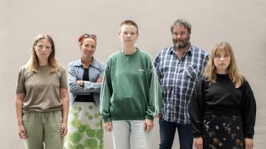 Morten Nielsen og Christina Elle, der i 80'erne var aktive i kampen mod Sydafrikas apartheid, mødes med tre unge klimaaktivister og videregiver deres erfaringer. Fra venstre: Nynne Juul (Extinction Rebellion), Christina Elle,Anna Bjerre (Den Grønne Studenterbevægelse), Morten Nielsen og Hannah Hagens (Fridays For Future).