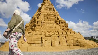 4.860 ton sand, lidt ler og en smule lim.
