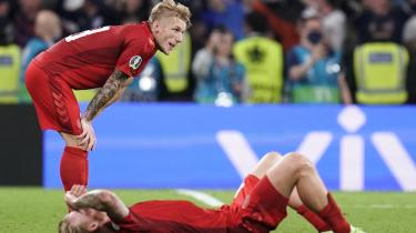 Daniel Wass og Simon Kjær da nederlaget på Wembley blev en realitet.
