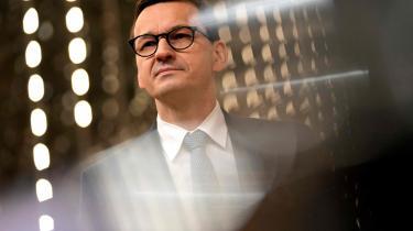 Polen er økonomisk set kommet relativt godt igennem coronakrisen, og set i et europæisk perspektiv oplever polakkerne en rekordlav arbejdsløshed. Det giver PiS-regeringen med premierminister Mateusz Morawieck i spidsen en chance for at ride på genopretningsbølgen.