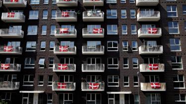 Man kan sagtens hænge Dannebrog ud ad vinduet for at støtte det danske herrelandshold om onsdagen og stå op tidligt om mandagen og slutte op under de røde fagforeningsfaner ved 3F's blokade mod Nemlig.com.