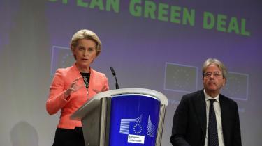 EU-Kommissionen har fremlagt 3.800 siders klimapolitik, der skal bringe EU i front i den globale klimakamp. Planen kaldes sandhedens time og er sidste udkald, hvis EU skal leve op til Parisaftalen. Men hårde forhandlinger venter forude, og ngo'er er kritiske