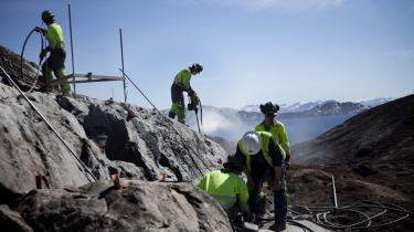 Det grønlandske selvstyre siger farvel til et uopdaget ressourcepotentiale for olie, der af U.S. Geological Survey er blevet estimeret til næsten 20 milliarder tønder, hvortil kommer potentielt store naturgasforekomster. Arkivfoto.