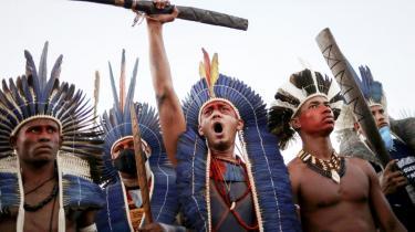 Det oprindelige folk i Brasilien protesterer mod et lovforslag, som, hvis det går igennem, vil sætte en stopper for den afmærkning af jord, som Brasiliens oprindelige folk både har forfatningsmæssig ret til, og som danner grundlag for deres eksistens.