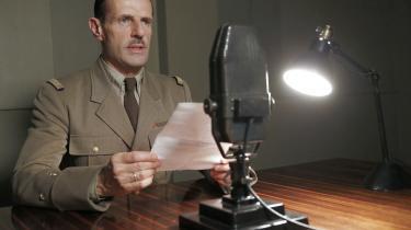Fra sit eksil i London opfordrer general Charles de Gaulle (Lambert Wilson) til modstandskamp i det tyskbesatte Frankrig i Gabriel Le Bomins 'De Gaulle'.