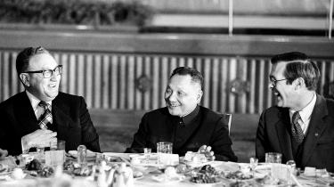 Deng Xiaoping kasserede Maos økonomiske politik, for hvor Mao havde travlt, slog fornyeren Xiaoping fast, at Kinas udvikling fra det tidlige socialistiske stadie frem mod kommunismen kunne tage over 100 år.