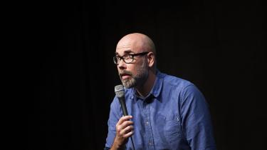 Spillesteder er blevet truet med boykot, hvis Brian Mørk kommer på scenen igen, lød det fra komikeren hos Kontrast og Deadline. Men Comedy Zoo, som Mørk henviser til, husker det ikke, og beviset er forsvundet. Urimeligheden i den shitstorm, han er udsat for, består ifølge ham i, at den er organiseret