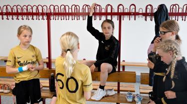 Friskolen Guldminen er rettet mod børn, der er glade for fodbold og håndbold, og skolens erklærede mål er, at man skal opfostre en Ballon d'Or-vinder, verdens bedste kvindelige håndboldspiller og en dansk statsminister.