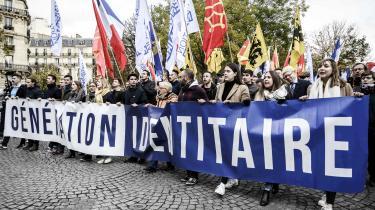 Den franske afdeling af den højreorienterede ungdomsbevægelse Generation Identitær til en demonstration i 2019. Teorien om muslimsk befolkningsudskiftning er ikke en konspiration, skriver aktivister i den danske afdeling af Generation Identitær Daniel Nordentoft og Christian Grann Johansen i denne kronik.