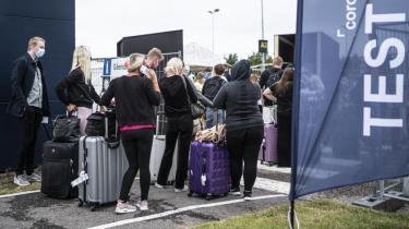 Danskerne slæber smitte hjem fra udlandet i disse dage, og onsdag blev smittetallet fordoblet på et døgn. Det er for tidligt at sige, om tallet var tilfældigt eller tegn på en større stigning – men generelt er situationen ikke alarmerende, mener SSI