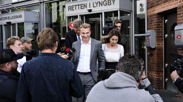 Dansk Folkepartis næstformand, Morten Messerschmidt, forlader retten med sin kæreste, Dot Wessman, efter straffesagen mod ham er blevet indledt i Retten i Lyngby. Messerschmidt er tiltalt for svig og dokumentfalsk i Meld og Feld-sagen.