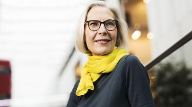 Frakender Rørbye Rønn sig tidsånden som faktor i sagen om krænkelser i DR's pigekor, fraskriver hun sig muligheden af at fatte andet end overfladen af historien i det hus, i hvis ledelseslag hun har opholdt sig i 26 år, deraf 11 som generaldirektør.