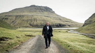 DR burde ikke have foræret en aktiv politiker, der for tiden indsamler vælgererklæringer, rollen som løsningsorienteret helt i en færøsk fortælling, der netop handler om regeringsførelse.