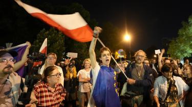 I Warszawa og en lang række andre polske byer er der i denne uge blevet demonstreret mod en ny medielov, der går direkte efter den amerikansk-ejede og stærkt regeringskritiske tv-station TVN.