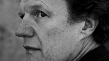 I sidste kapitel af Katrine Marie Guldagers sommerserie om litteraturens tilstand konfronterer hun Informations litteraturredaktør med de udfordringer hun, og hendes gæster ser i dag. Er litteraturen blevet selvoptaget? Og er danske anmeldere for ens?