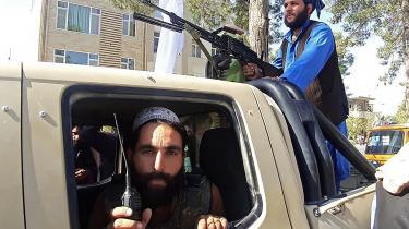 Talebanske krigere uden for Afghanistans tredjestørste by Herat, som Taleban også har indtaget. I disse døgn går Talebans fremmarch i Afghanistan hurtigere, end mange havde frygtet.