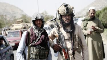 Afghanske Taleban-krigere står vagt i Kabul.
