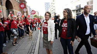Regionernes forhandler Anders Kühnau og formand for Dansk Sygeplejeråd Grete Christensen er på vej ind til orienteringsmøde mellem Danske Regioner og Dansk Sygeplejeråd om strejken. Indtil videre har der dog ikke været konkrete udspil på bordet.