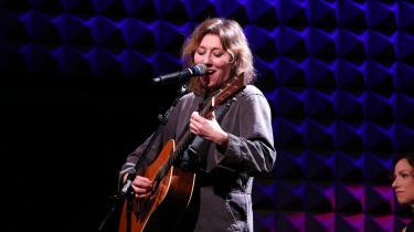 Engang boede den canadiske singer-songwriter Martha Wainwright i anmelder Louise Rosengreens cd-afspiller. Men det kommer ikke til at ske med hendes nye album Love Will Be Reborn.