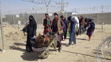 Afghanske flygtninge krydser grænsen til nabolandet Pakistan den 18. august.