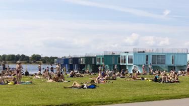 Mangel på billige boliger til studerende har blandt andet ført til tiltag som Urban Rigger, der er studieboliger i ombyggede containere ved Refshaleøen i København. Problemet med mangel på små og billige boliger i København er dog stadig voksende – ikke mindst på grund af stigende boligpriser.