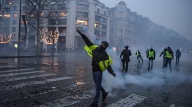 I december 2018 var Paris lammet af sammenstød mellem demonstranter fra De Gule Veste og politiet. En stor del af byens centrum var barrikaderet.