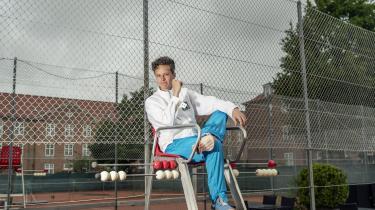 I sin nye bog behandler journalist og forfatter Anders Haahr Rasmussen spørgsmålene om, hvor Serena Williams' vrede stammede fra den dag i 2018, hvor hun mistede besindelsen på tennisbanen, og hvad der forhindrede ham i at forstå den.